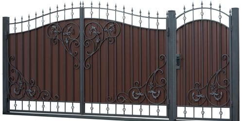 Кованые ворота и калитки с террасной доской